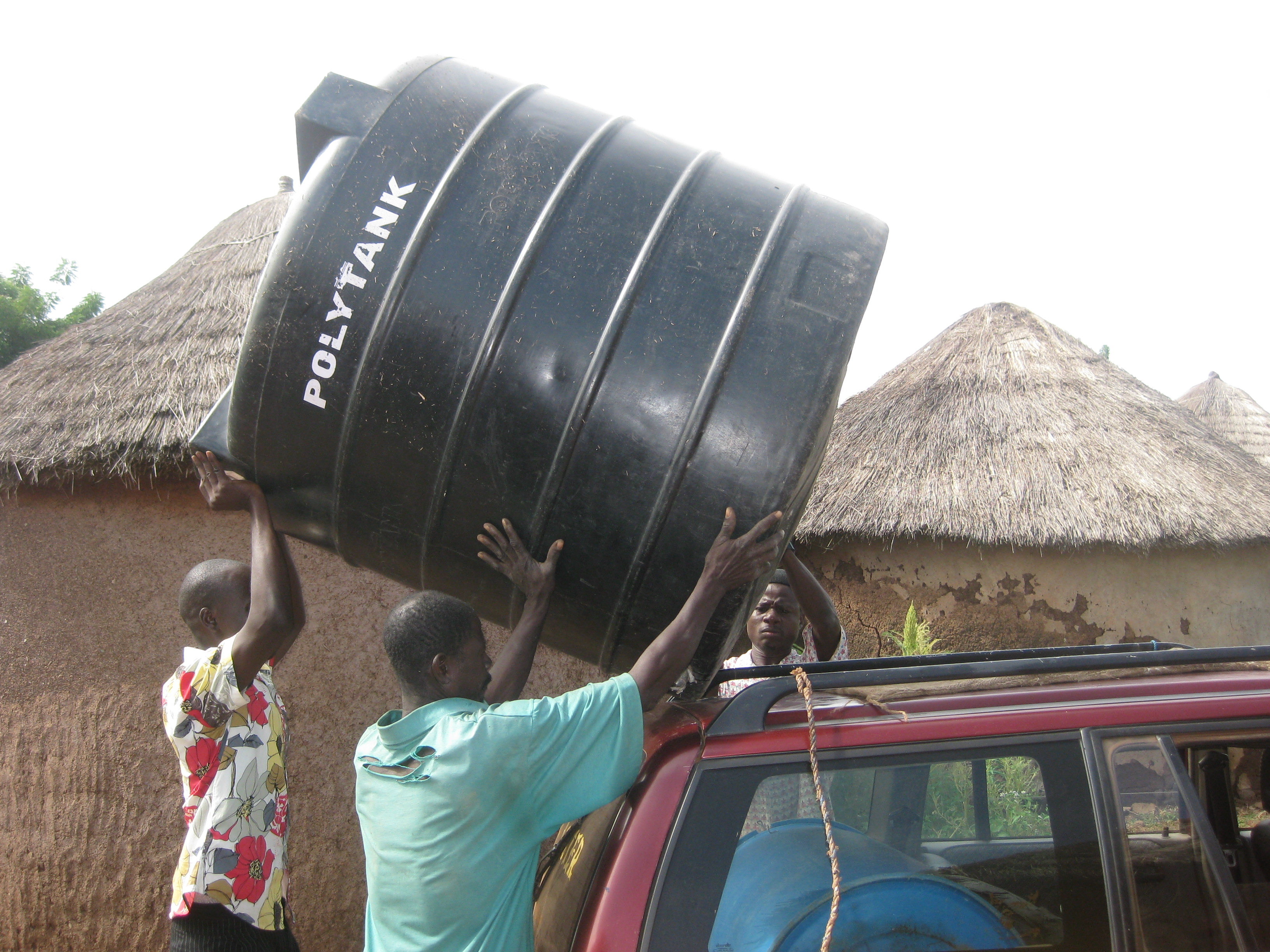 Loading the polytank onto the roof of the taxi - apparently the Tamale police didn't think that this was a funny as I did!