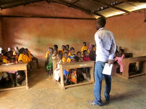 Peter presenting to students in Gidanturu