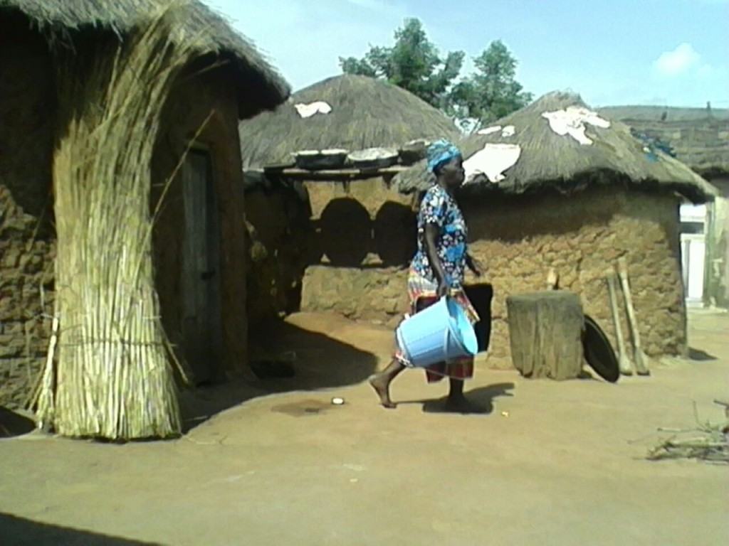 A customer on her way to buy water in Yapalsi